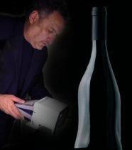 1958 – 2016 Omaggio di Maurizio Galimberti ad una bottiglia che da 58 anni è un'opera d'arte